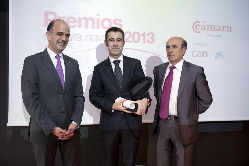 El 11 de diciembre de 2013 recogiendo el premio de la Cámara de Navarra a la innovación en la gestión de personas